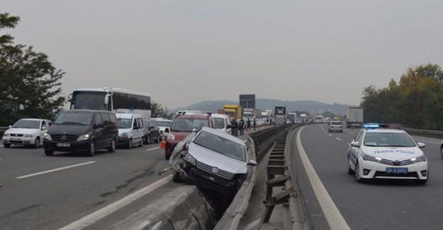 TEM Otoyolu'ndaki Kaza Trafiği Kitledi: 2 Yaralı