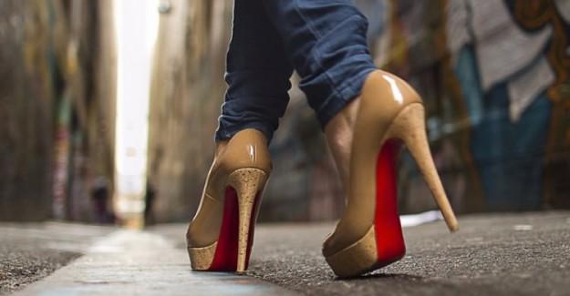 Topuklu ayakkabı tartışmasında 'kadın' zaferi
