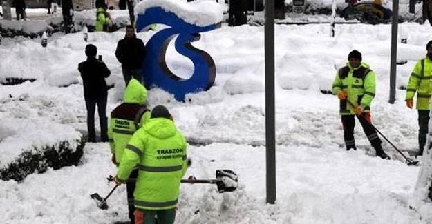 Trabzon'da Etkili Olan Kar Yağışı Hayatı Olumsuz Etkiliyor