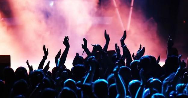 Ünlü Şarkıcının Konserinde Taciz Skandalı!