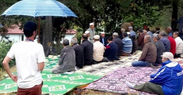 Yağmur Duasına Çıkan Köylüler Yağmura Yakalandı