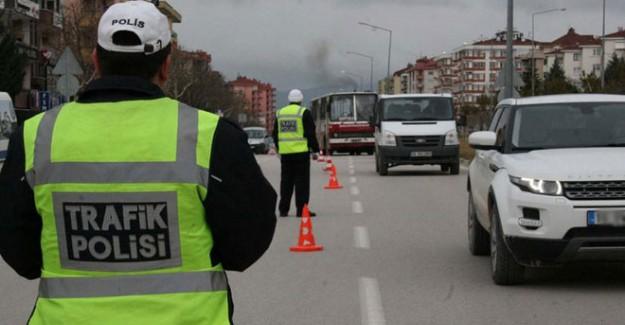 Yeni Düzenlemede Trafikte Bunu Yapan 2700 Lira Öder
