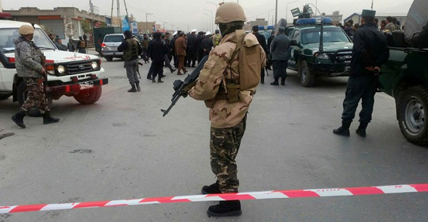 Afganistan'da Medreseye Silahlı Saldırı! 10 Ölü