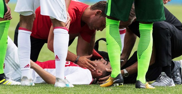 Ajax Duyurdu! Yıldız Futbolcudan Acı Haber Geldi