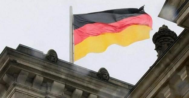 Alman Dergisi Der Spiegel Darbe Çığırtkanlığına Devam Ediyor