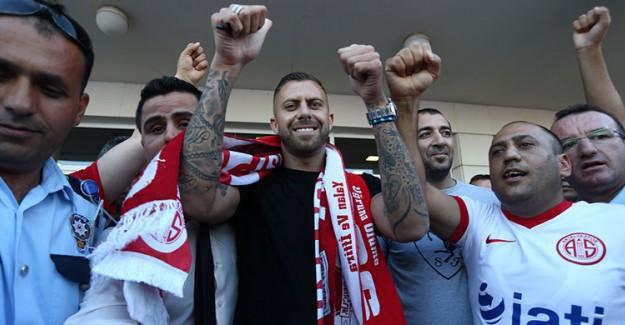 Antalyaspor'un Flaş Transferi Sakat Çıktı!