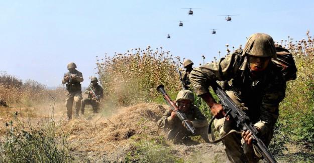 Askere Atacakları Bomba Ellerinde Patladı!