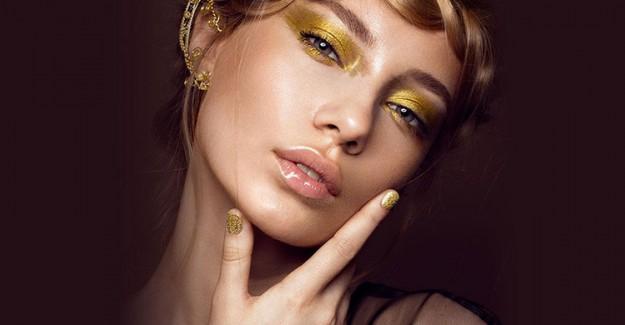 Bu Yazın Yeni Makyaj Trendi Metalik Farlar İle Dikkatleri Üzerinize Çekin!
