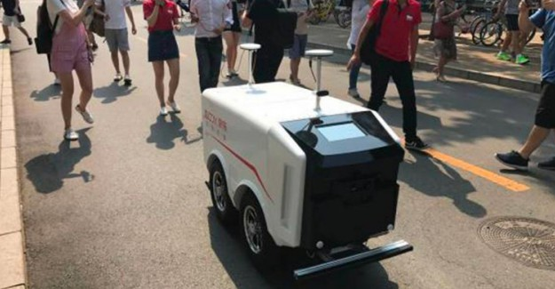 Çin'de Robot Kurye Devri Başladı!