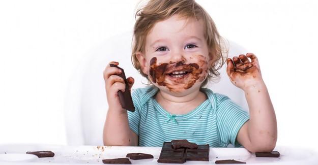 Çocuklarda Çikolata Ve Şeker Tüketimini Kontrol Altına Almanın Yolları!