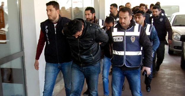 FETÖ'ye Büyük Darbe! 35 Kişi Gözaltında