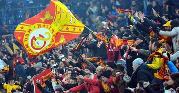 Galatasaray Taraftarı Gomis'e Sahip Çıktı!