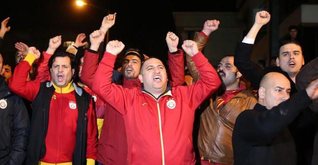 Galatasaray Taraftarı İsyan Bayrağı Açtı