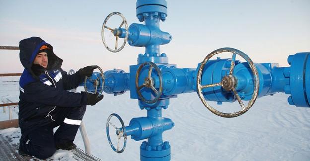 Gazprom'un Karı Yarı Yarıya Düştü!