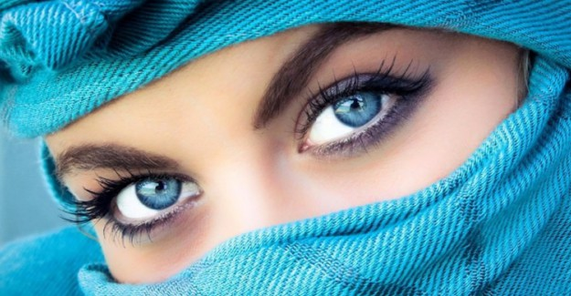Göz Rengine Göre Eyeliner Çekmenin Püf Noktaları!