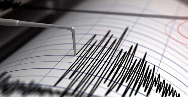 Halk Sokaklara Döküldü! 7 Büyüklüğünde Deprem Oldu