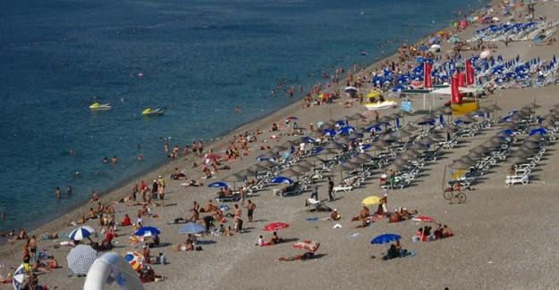 Hava Sıcaklığı Artan Antalya'ya Turistler Akın Ediyor!
