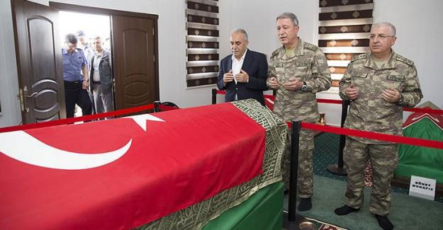 Hulusi Akar Süleyman Şah Türbesi'nde!