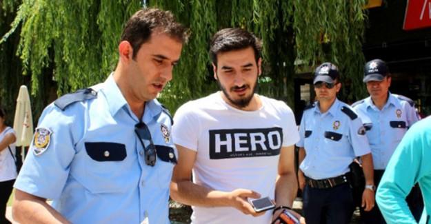 İhanet Tişörtü 'Hero' Raflardan Toplatılıyor!
