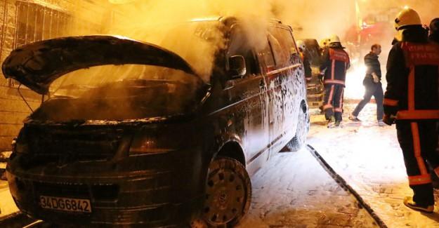 İstanbul'da Çok Sayıda Otomobil Kundaklandı!