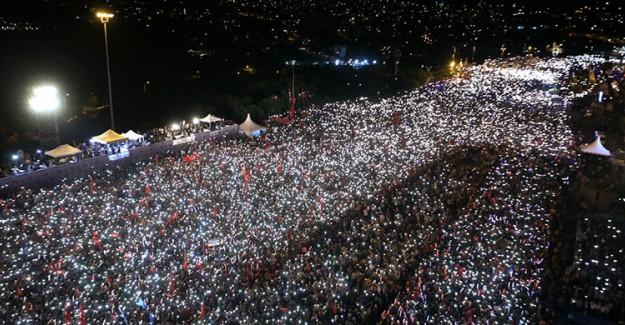 İstanbul'da Demokrasi Nöbetleri Başladı