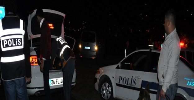 İstanbul'da Olaylı Gece! 1 Polis Yaralandı