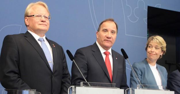 İsveç'te 3 Bakan İstifa Etti