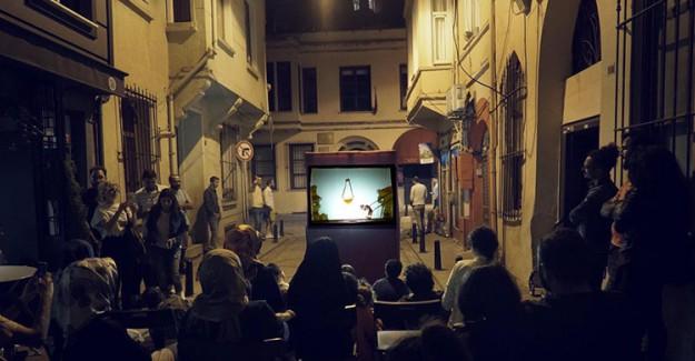 Karagöz Balat Sokaklarına Misafir Oluyor