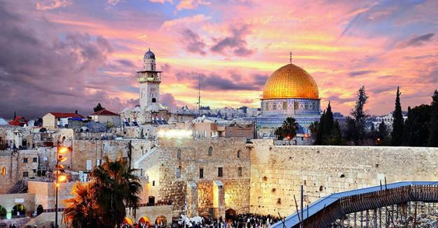 Kudüs Surlarında ABD-İsrail Bayrağı!