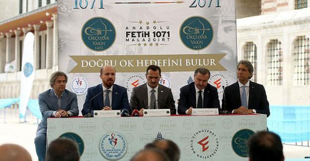 Malazgirt Toprağı Fatih Sultan Mehmet'in Kabrine Bırakıldı