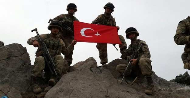Mehmetçik Destan Yazıyor! PKK'nın Girilemez Dediği Yere Türk Bayrağı Astı