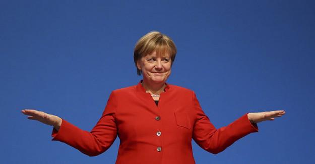 Merkel'den Geri Vites! Hatasını Anladı
