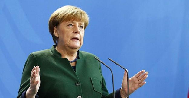 Merkel'den Küstah Açıklama! Türkiye AB'ye Üye Olamaz