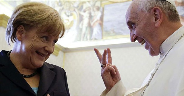 Merkel'den Papa Ziyareti! Galiba Günah Çıkartacak