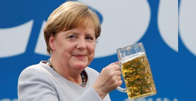 Merkel'in Tek Umudu Eşcinsel Sapkınlar!