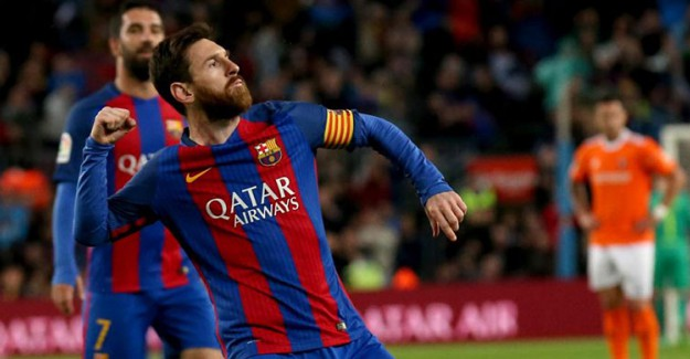 Messi Barcelona'yla Sözleşme Tazeledi!