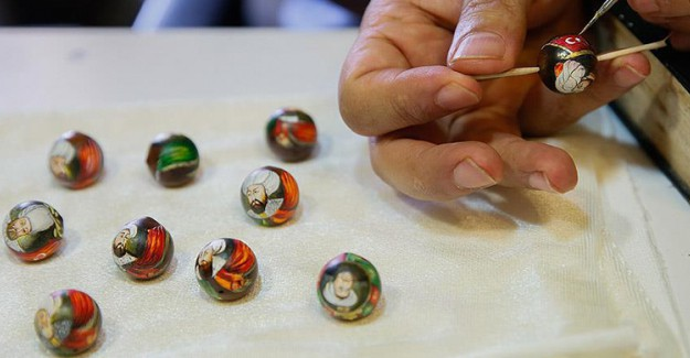 Görenlerin İlgisini Çeken Minyatür Sanatlı Tesbihler
