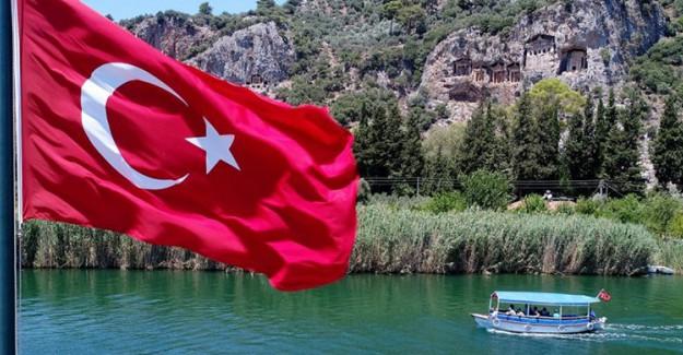 Muğla'da Dolmuş Teknelerin Labirent Seyahati! Manzara Görenleri Büyülüyor