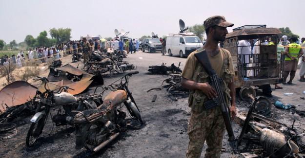 Pakistan'da Bomba Yüklü Araç Patladı! Çok Sayıda Yaralı Var