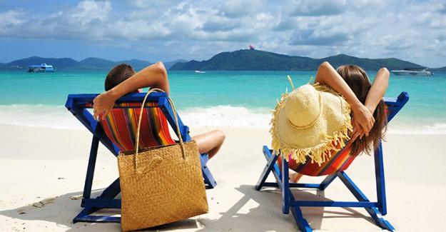 Plaj Çantasında Mutlaka Bulunması Gereken Eşyalar!