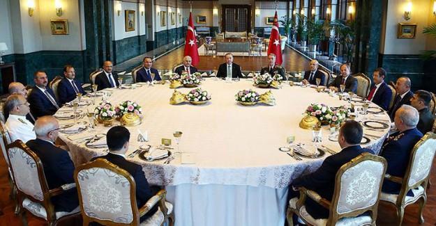 Reis-i Cumhur Erdoğan YAŞ Üyeleri Onuruna Yemek Verdi