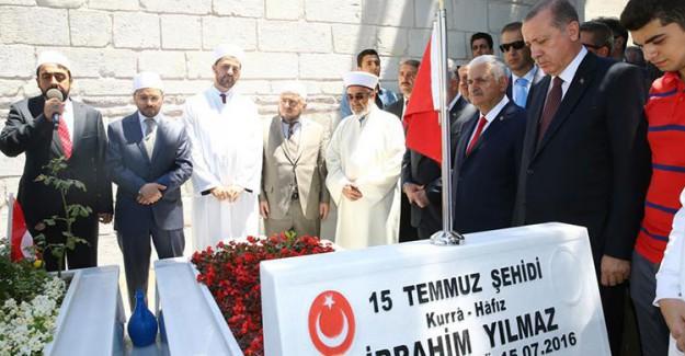 Reis-i Cumhur Erdoğan'dan 15 Temmuz Şehitlerine Ziyaret