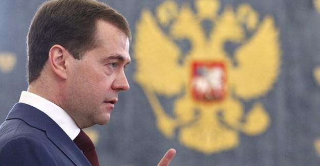 Rusya Başbakanı Medvedev: ABD Ticari Savaş ilan Etti