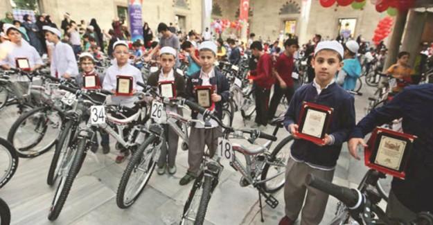 Sabah Namazında Buluşan Çocuklar Bisikletlerine Kavuştu