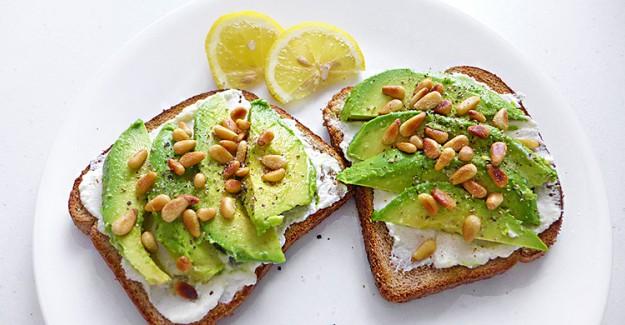 Sağlıklı Kahvaltı Önerisi 'Avokado Tost'!