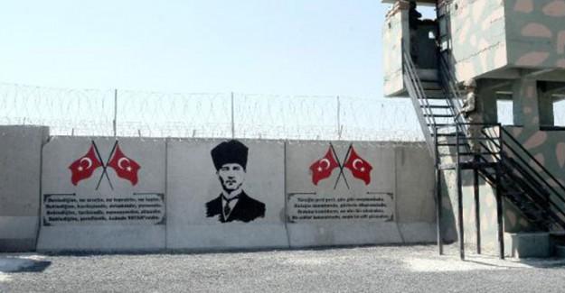 Suriye Sınırına Atatürk Portresi ve Türk Bayrağı!
