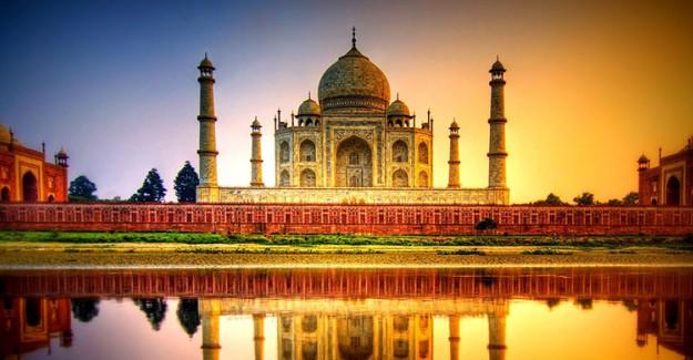 Taşa Kazınan Şiir: Tac Mahal