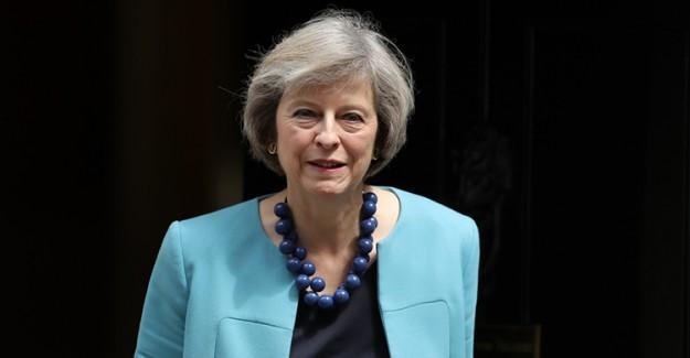 Theresa May'ın İstifasına Yönelik Baskılar Artıyor!
