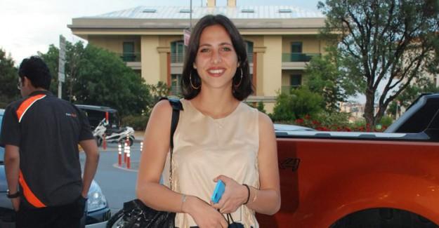 Zehra Çilingiroğlu Araba Kullanırken Görüntülendi!