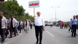Laikleri Şok Eden Görüntü! CHP Kurultayı'nda Said Nursi Kitapları